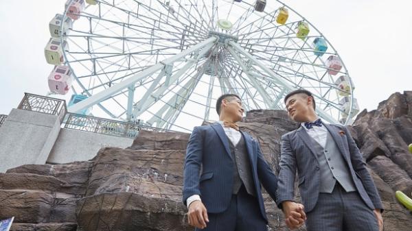 Bộ ảnh tình yêu của cặp đồng tính đẹp như tài tử điện ảnh gây sốt cộng đồng mạng
