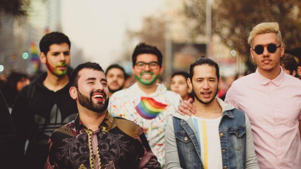 Nam đồng tính kiếm tiền nhiều hơn đồng nghiệp là 'trai thẳng'