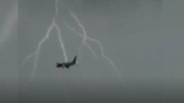 Máy bay B787 bị sét đánh khi đang hạ cánh tại Nội Bài