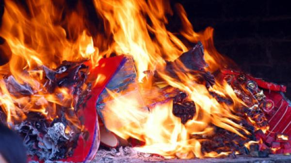 CẢNH BÁO: Nguy cơ hỏa hoạn do đốt vàng mã rằm tháng 7