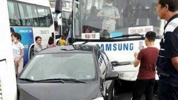 Ô tô chở công nhân Samsung gây tai nạn liên hoàn