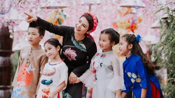 NSND Minh Châu & Quang Anh The Voice Kids tái xuất trên sàn catwalk