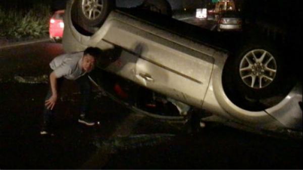 2 người thoát chết bò ra từ ô tô bị hất văng hàng chục mét trong đêm trên cao tốc Hà Nội – Bắc Giang