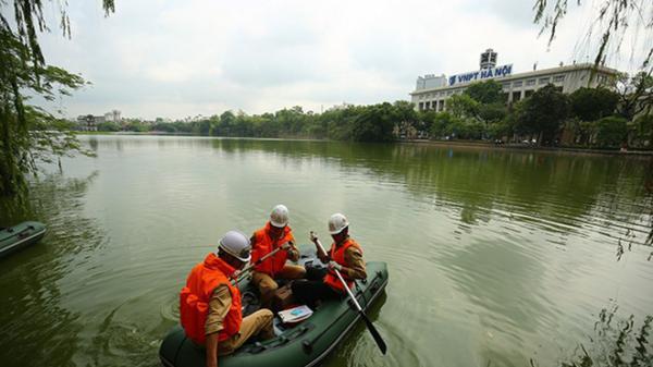 """Hà Nội: """"Bất ngờ"""" tảo xanh sụt giảm, biến mất khỏi Hồ Gươm"""