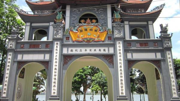 Phủ Tây Hồ một trong những đền - chùa nổi tiếng linh thiêng ở miền Bắc cho lễ tạ cuối năm