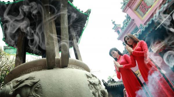 Những đền chùa cầu tài lộc nổi tiếng từ Bắc chí Nam