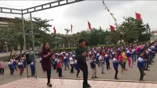 Hà Tĩnh: Thầy, trò cùng nhảy Disco gây sốt cộng đồng mạng