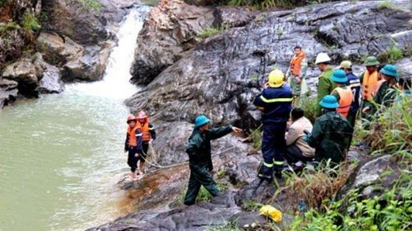 Hà Tĩnh: Nữ sinh tử vong khi leo thác tắm và chụp ảnh