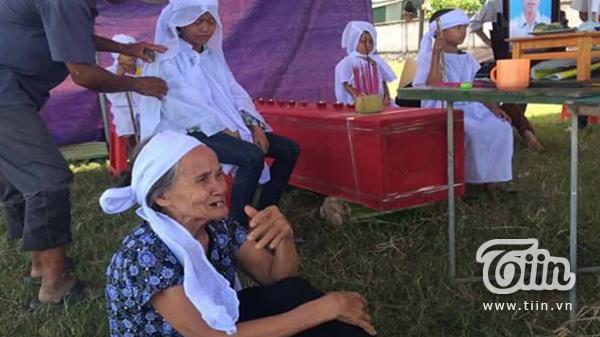 Hà Tĩnh: Nghẹn lòng tiếng khóc tang thương của 5 đứa trẻ sau giấc ngủ tỉnh dậy đã không còn mẹ ở bên
