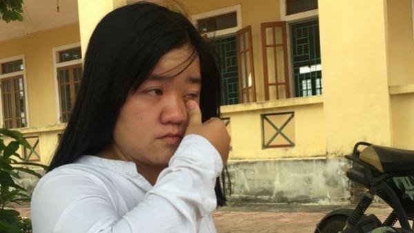 Hà Tĩnh: Tặng quà nữ sinh khuyết tật đạt 28,25 điểm ước mơ thành bác sỹ