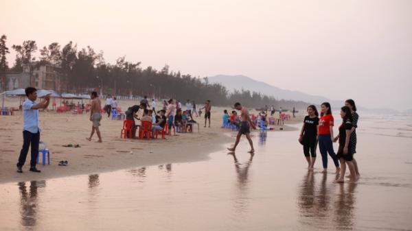Bãi biển Thạch Hải - Hà Tĩnh sôi động chào đón mùa du lịch