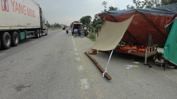 Hà Tĩnh: Phơi lúa trên QL1A, bà cụ bị xe tải đ.âm t.ử vong tại chỗ