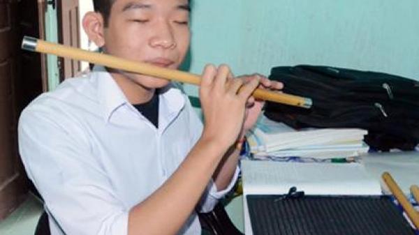 Hà Tĩnh: Cậu học trò mù mơ thành bác sĩ