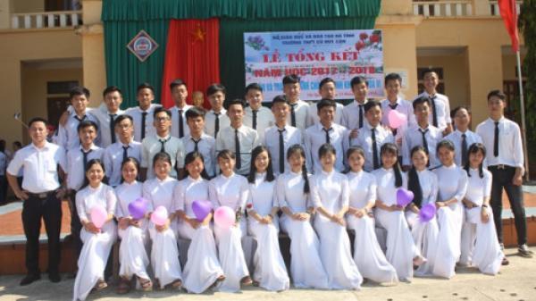 """Một lớp học tại vùng """"rốn lũ"""" Hà Tĩnh có 100% học sinh đậu đại học"""