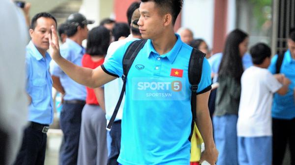 Khoảnh khắc đời thường của tuyển thủ Olympic Việt Nam trên xe buýt