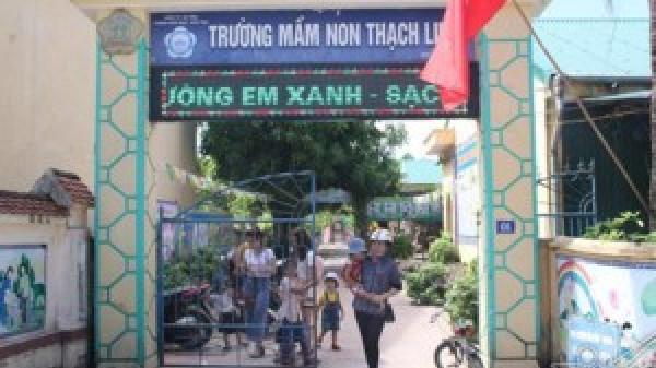 Hà Tĩnh: Phụ huynh bức xúc vì con em chưa thể tựu trường