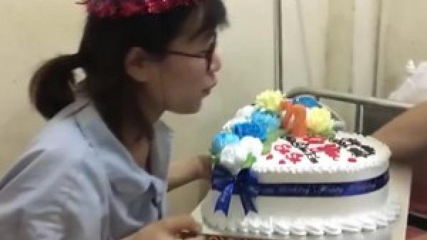 Hà Tĩnh: Xúc động clip chồng tổ chức sinh nhật cho vợ vừa sinh ngay trong bệnh viện