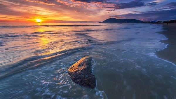 'Ghé thăm' bãi biển đẹp bậc nhất Việt Nam