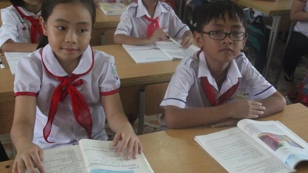 HOT: Gặp 2 học trò quê nói tiếng Anh nức lòng mạng xã hội ở Hà Tĩnh