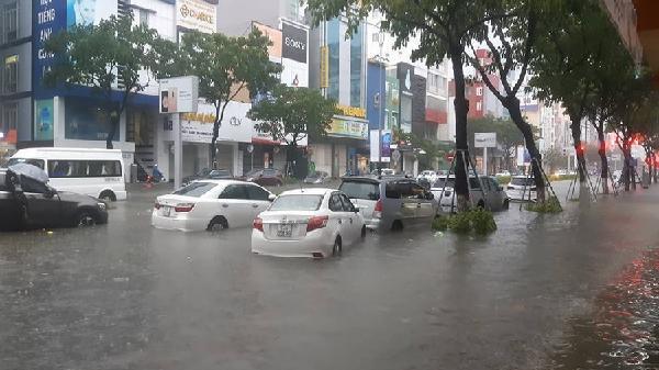 Mưa to từ đêm đến sáng, nhiều tỉnh miền Trung có nguy cơ ngập lụt