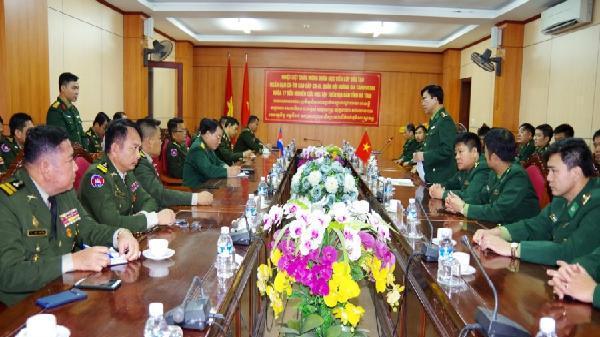 Đoàn cán bộ, học viên cao cấp Quân đội Hoàng gia Campuchia nghiên cứu thực tế tại BĐBP Hà Tĩnh