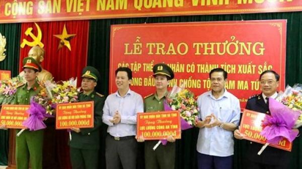 Vụ buôn m.a t.úy ôm s.úng cố th.ủ ở Hà Tĩnh: Thưởng nóng 300 triệu cho 4 đơn vị