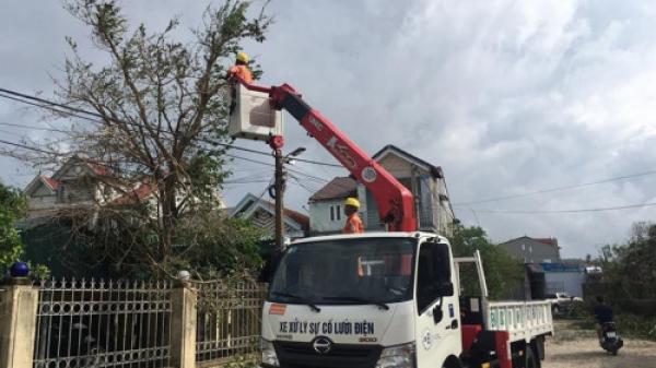 Khoảng 160.000 hộ dân miền Trung bị ảnh hưởng do bão số 10 chưa có điện