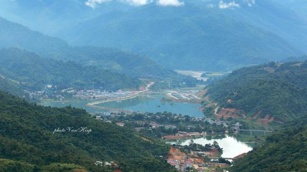 Mường Tè (Lai Châu) đưa hàng Việt lên vùng cao