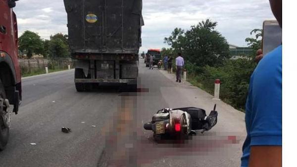 Nghệ An: Va chạm với xe tải, cô giáo bị cán tử vong