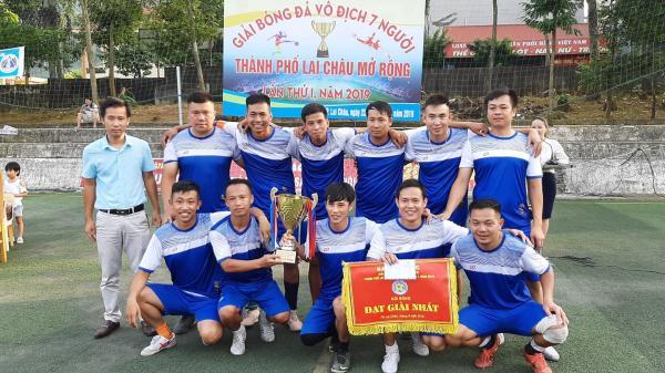 Đội bóng hợp khối thành phố Lai Châu đoạt Cúp vô địch Giải bóng đá 7 người