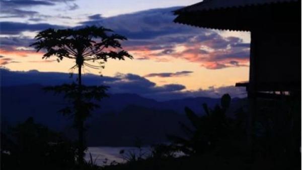 Ngắm bình minh trên hồ thủy điện Sơn La