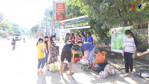Đoàn phường Quyết Tâm tổ chức chương trình đổi giấy, nhựa lấy cây xanh