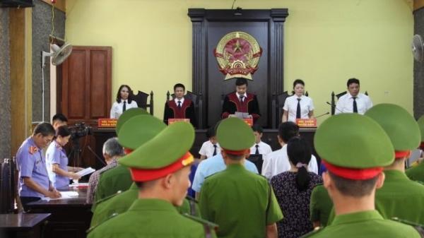 Clip: Lý do phiên xử vụ gian lận thi cử Sơn La bất ngờ trì hoãn