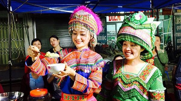 Vẻ đẹp độc đáo của trang phục phụ nữ vùng cao Lào Cai