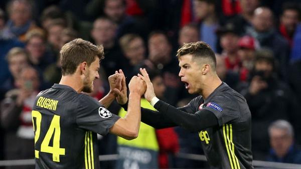 Sốc: Đồng đội của Ronaldo dương tính với COVID-19