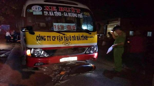 Hà Tĩnh: Xe máy đấu đầu xe buýt, một phụ nữ 31 tuổi thiệt mạng