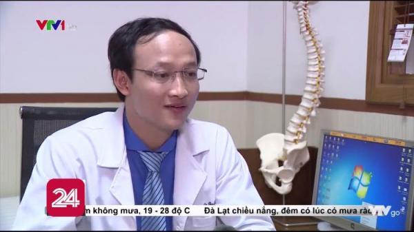 """Ngưỡng mộ bác sĩ """"ngàn like"""" người Hà Tĩnh: Livestream trên Facebook để tư vấn cho bệnh nhân"""