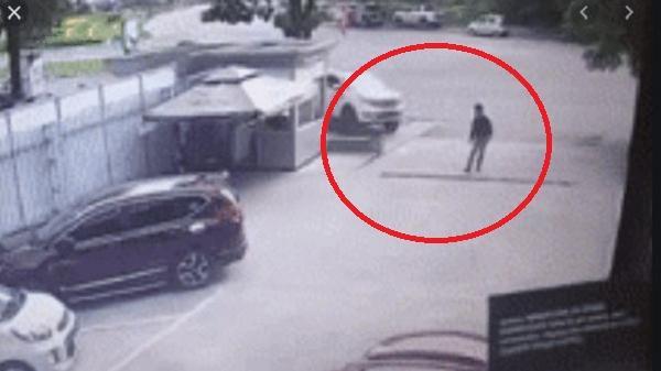 Khoảnh khắc nữ tài xế đạp nhầm chân ga, tông tử vong người đàn ông qua đường rồi lao vào showroom ô tô