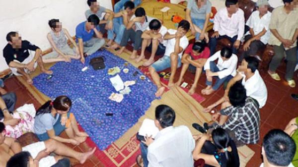 Bắt quả tang nhóm cán bộ xã đến nhà Trạm phó y tế đánh bạc giữa dịch Covid-19
