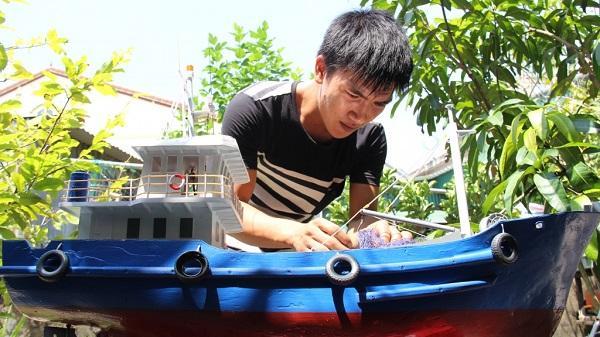Hà Tĩnh: 9X chế tạo con tàu vỏ thép chạy được 350m giữa biển tặng bố