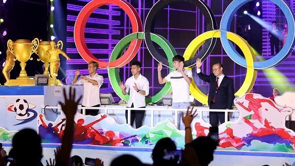 HLV Park Hang Seo cùng 3 học trò dự lễ hội Ánh sáng Thành Đông