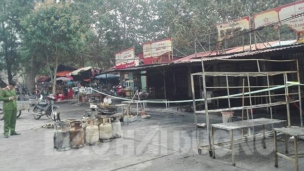 Cháy 27 ki ốt bán hàng tại khu di tích đền Kiếp Bạc