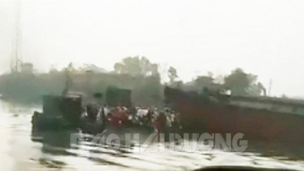 Tàu hàng lớn đâm phà Mây chở đầy người trên sông Kinh Môn