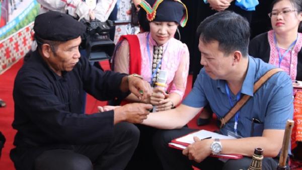 """Tục """"làm vía"""" của người Thái ở Ðiện Biên"""