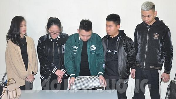 TP Hải Dương: 5 thanh niên ngang nhiên sử dụng ma túy tại quán nước vỉa hè