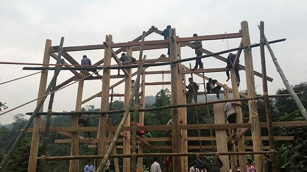 Tục lên nhà mới của người Thái Ðiện Biên