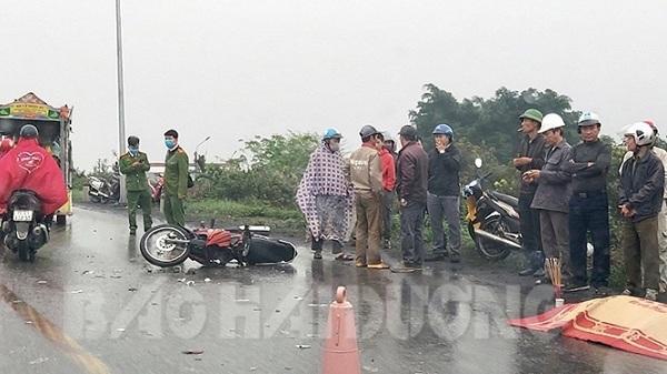 Hải Dương: Xe máy va chạm ô tô, 1 người đàn ông chết tại chỗ