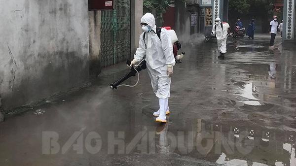 Phun thuốc sát khuẩn ở thôn Tiêu Sơn