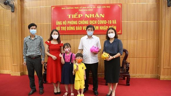 Hai em nhỏ ủng hộ tiền phòng, chống dịch Covid-19