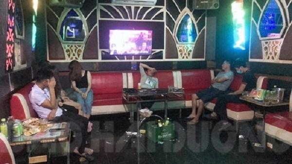 13 người trong quán karaoke không đeo khẩu trang